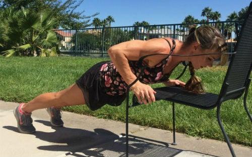 lunge-cadeira 7 Exercícios na Cadeira para Emagrecer e Tonificar