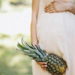 Grávida com abacaxi