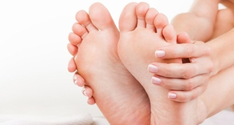 Em pés dos sanguíneos vasos cima quebrados
