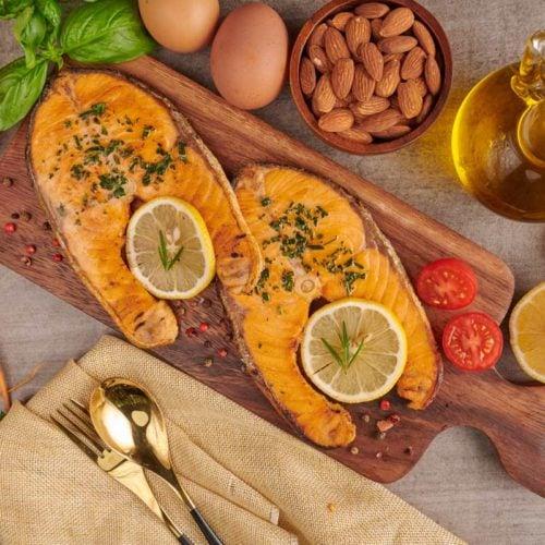 refeição saudável com salmão e azeite