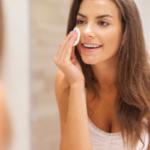 Bicarbonato no rosto clareia a pele? Traz benefícios?