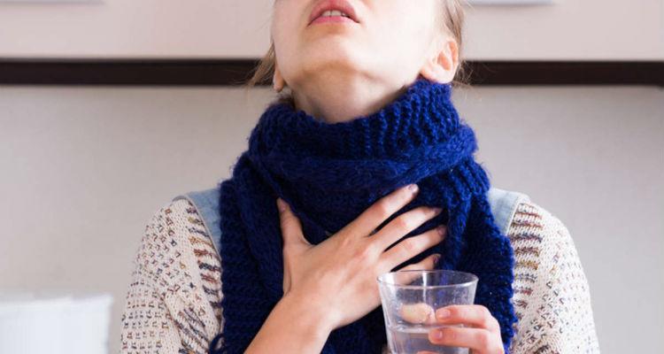Água com sal para garganta inflamada