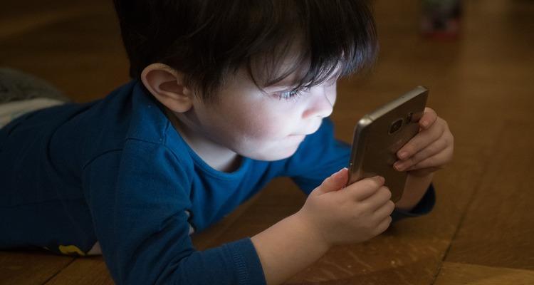 14-1 Telefone Celular Faz Mal para Bebê e Crianças?