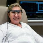 Implante de Retina Conectado ao Cérebro Faz Mulher Voltar a Enxergar Após 15 Anos