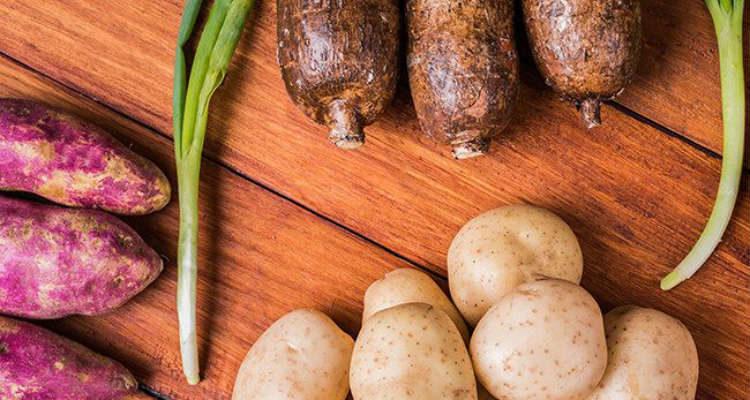 Mandioca e batatas