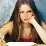 7 Coisas que Você Não Deve Fazer de Estômago Vazio