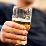 Como as Bebidas Alcoólicas Vão Afetar Sua Imunidade e Aumentar o Risco de Contrair o Novo Coronavírus