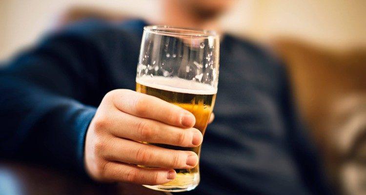 Bebendo cerveja