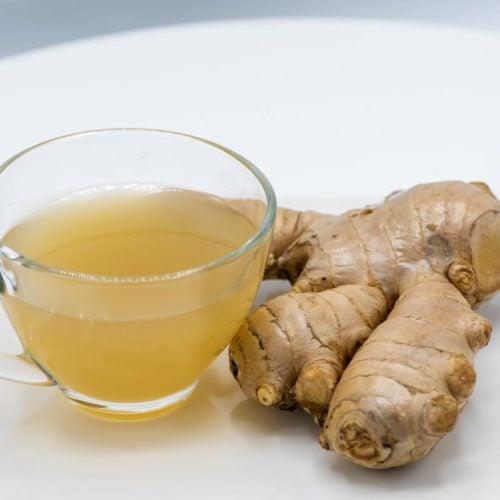 Chá anti-gripal com gengibre, alho, canela e menta