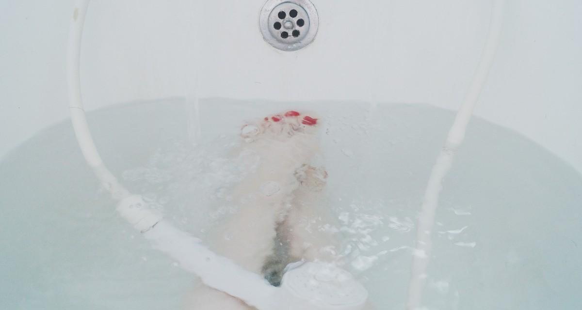 Água quente nos pés