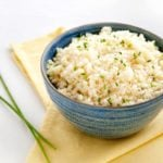 Receita de arroz de forno de couve-flor fit e saudável