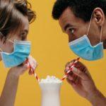 Teste Mostra Como o Vírus Se Espalha Rapidamente em um Restaurante