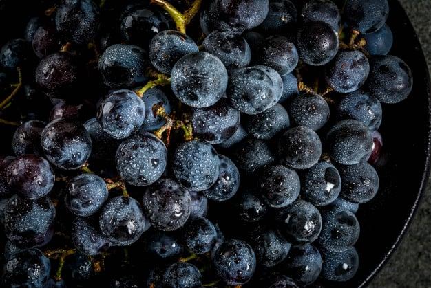 uvas escuras ricas em resveratrol