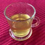 Receita de chá anti-gripal com chá verde, limão, alho e gengibre