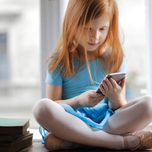 Criança no smartphone