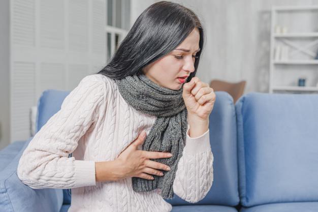 mulher com pneumonia