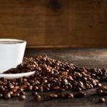 O café causa a inflamação ou ajuda contra ela?