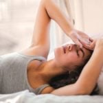 Acordar com dor de cabeça - O que pode ser?
