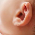 Água oxigenada no ouvido ajuda ou faz mal?