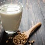 Como fazer leite de soja em casa - Fácil e prático!