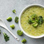 Receita de sopa de brócolis light - Leve e fácil de fazer!