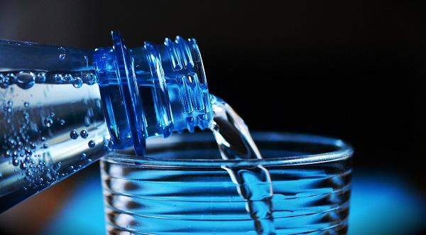 Beber água pode fazer com que seu corpo volte a perder peso