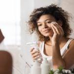 Por que dormir de maquiagem faz mal para sua pele