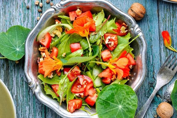 bowl-de-salada-de-capuchinha