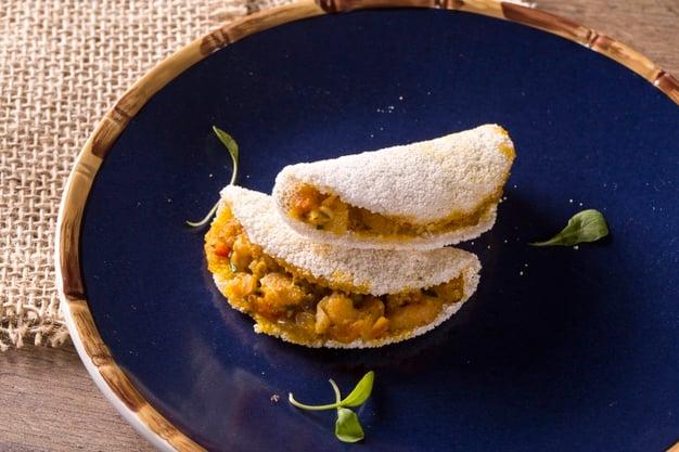 Tapioca de frango desfiado com legumes