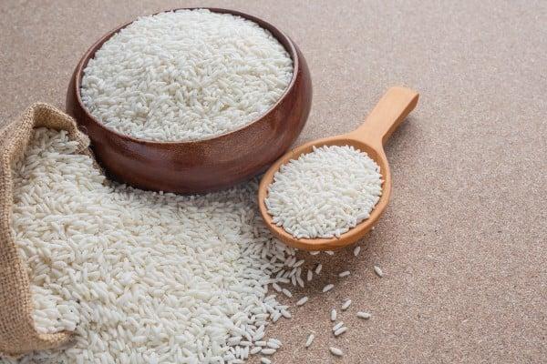 tigela de arroz basmati branco