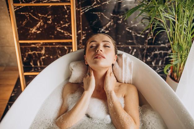 banho de banheira com sal de epsom