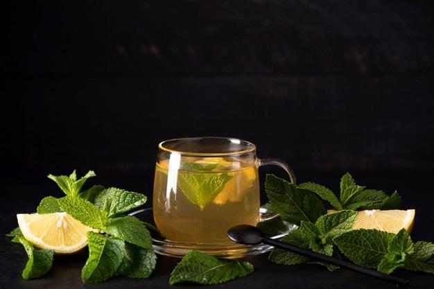 Chá de menta com limão