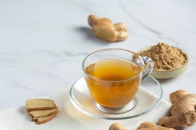 chá de limão com casca de gengibre