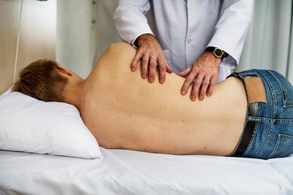 exame físico nas costas