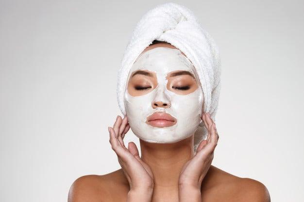 mascara facial com clara de ovos