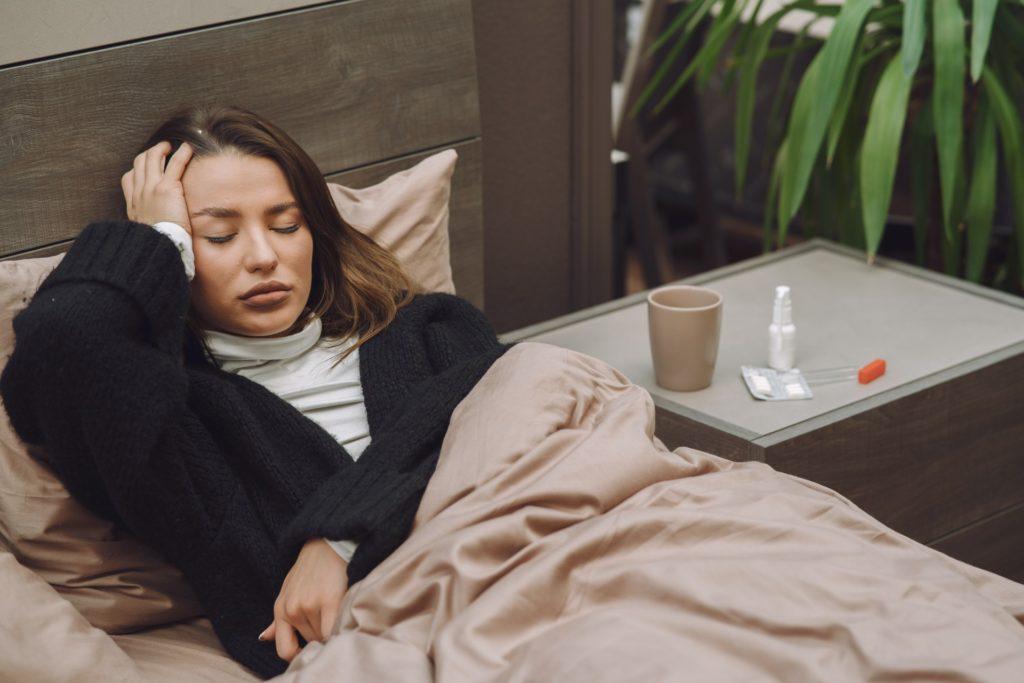 mulher doente descansando