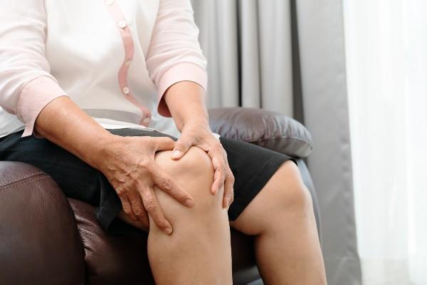 sintomas de artrose no joelho