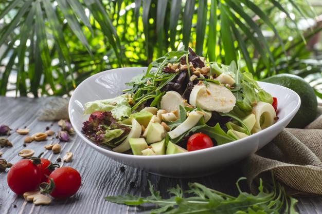 óleo de abacate na salada