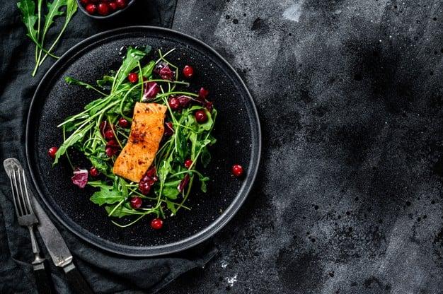 escarola com salmão
