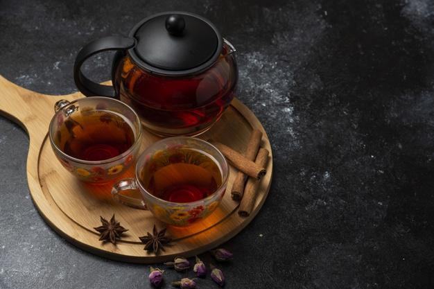 chá preto com canela