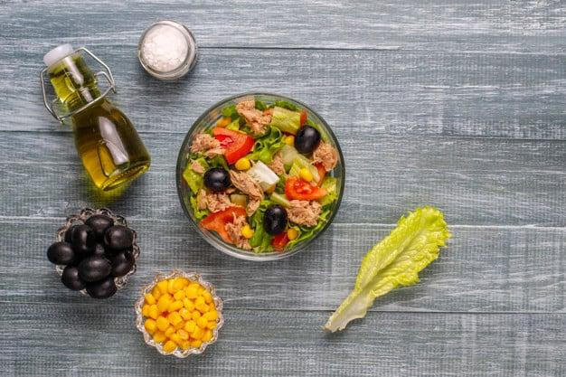 salada de legumes cozidos com atum