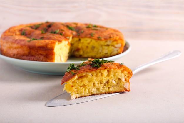 torta de frango low carb com alho-poró