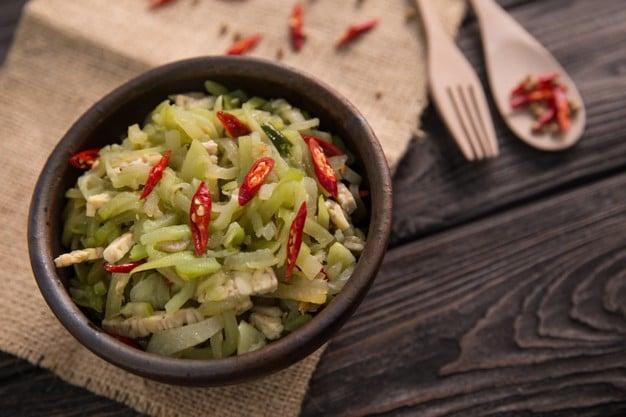 salada de chuchu simples