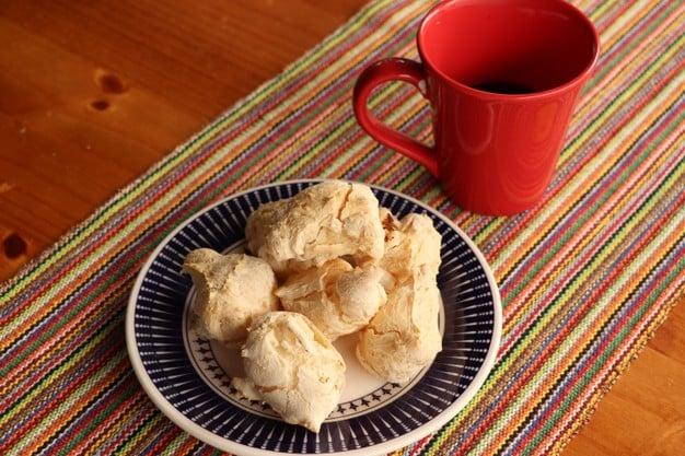 biscoito de polvilho com café