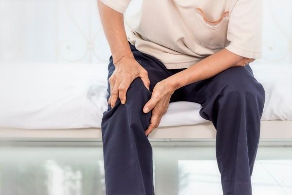 dor no osso do joelho