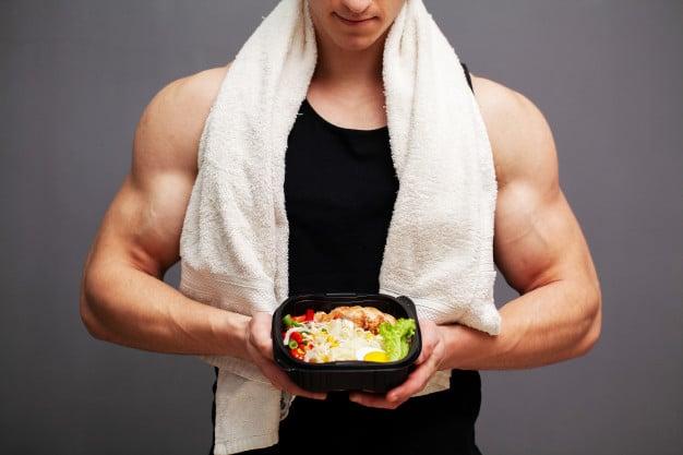homem fazendo dieta cetogênica