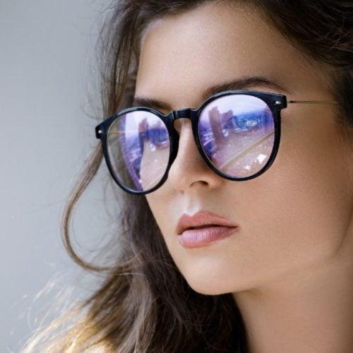 óculos que filtram a luz azul