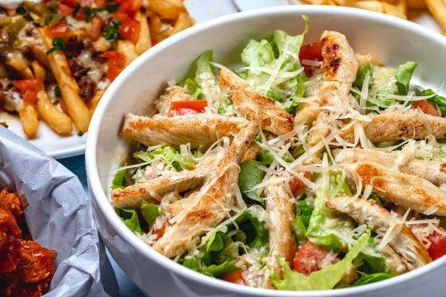 salada de legumes cozidos com frango