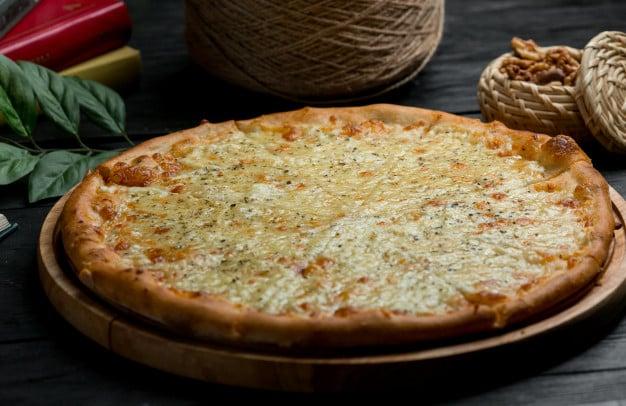 Receita de pizza low carb com massa de abobrinha