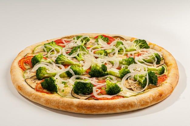 pizza vegetariana de brócolis